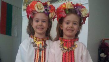 Езикът на децата, които живеят в чужбина е често тема на полемики и спорове